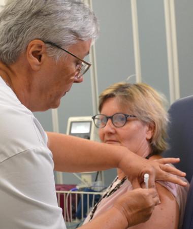 Les premiers Calédoniens ont été vaccinés contre le Covid-19 le 20 janvier au centre de vaccination du Médipôle.