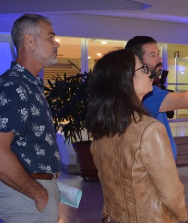 Joseph Manauté a découvert l'exposition, guidé par le président du festival Sublimage, Sylvain Charrière.