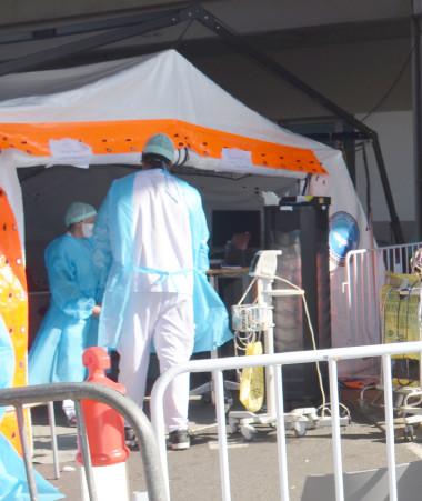 Des personnels sanitaires venus de Métropole vont renforcer les équipes du Médipôle où la situation est très tendue, mais aussi les autres structures du territoire.