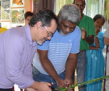 Après la signature de la convention « Case numérique », le local de l'association AJI a été inauguré, mercredi 16 novembre, par Philippe Dunoyer et Hmeleue Lawi.