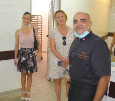 Le chef solidaire Dominique Wing-Ka avec notamment la membre du gouvernement Isabelle Champmoreau et le vice-recteur Érick Roser.