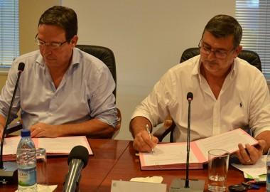 Philippe Germain, président du gouvernement, et Philippe Gomès, président de NCE, ont signé une convention de financement, en présence notamment de Nicolas Metzdorf, membre du gouvernement chargé de l'énergie.