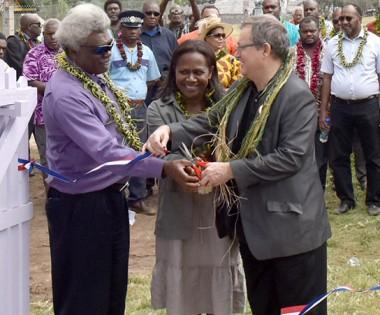 Hélène Iékawé a inauguré l'école de Vao, rénovée dans le cadre de l'opération Castor 2018 (©FANC).