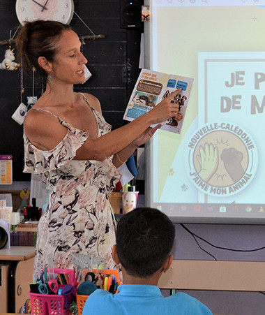 Isabelle Champmoreau, membre du gouvernement en charge de l'éducation et de la condition animale est intervenue à l'école Marie-Havet sur le bien-être animal.