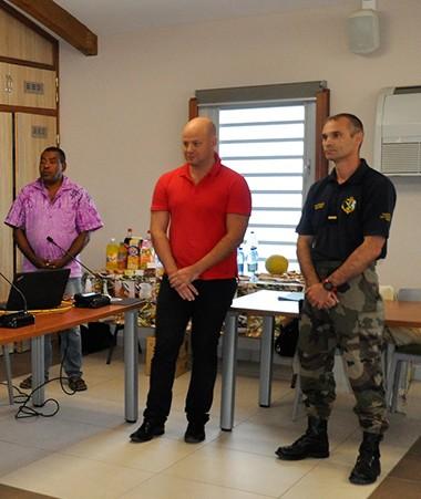 Christopher Gygès, chargé de la protection judiciaire de l'enfance et de la jeunesse au gouvernement et Christiane Tétu-Wolff, directrice de la DPJEJ, à l'ouverture de la semaine d'information citoyenne à Maré.