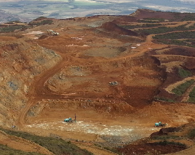 En 2019, la Nouvelle-Calédonie a exporté environ 7,3 millions de tonnes humides de minerai de nickel.