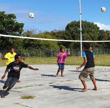 Les éducateurs sportifs recrutés dans le cadre de ce dispositif initient et sensibilisent les jeunes aux bienfaits de la pratique d'un sport.