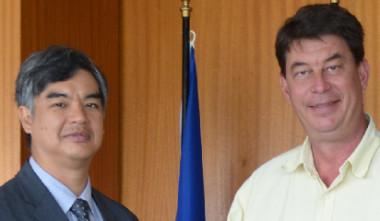 Échanges de haut niveau entre l'ambassadeur de l'Union européenne pour le Pacifique, Sujiro Seam et le président du gouvernement Thierry Santa.