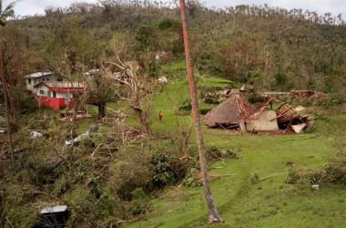 Dans les îles de Espiritu Santo, Malo, Pentecost, Malekula, Ambae et Ambrym, les dommages sur les infrastructures, les habitations et les cultures agricoles sont considérables.