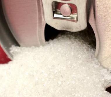 La taxe sur le sucre doit inciter les consommateurs à acheter moins de produits sucrés et encourager les fabricants à améliorer la composition de leurs produits.