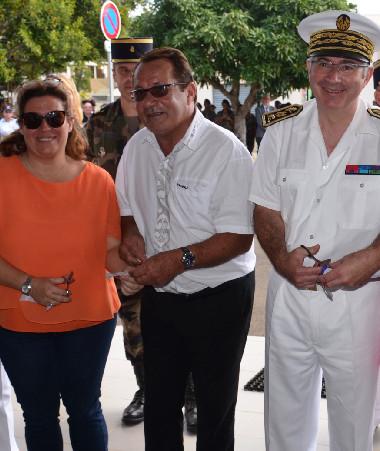 Les représentants civils et militaires ont procédé au traditionnel coupé du ruban, le sourire aux lèvres.