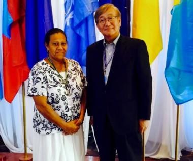 Valentine Eurisouké en compagnie du Dr Shin Young-soo, directeur du comité régional de l'OMS.
