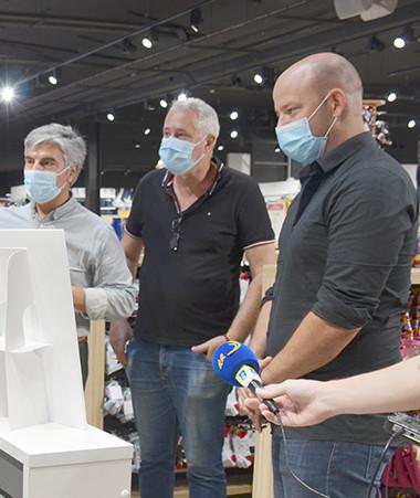 Christopher Gygès a visité plusieurs commerces le 30 mars accompagné de Frédéric Pratelli, co-président du syndicat des commerçants.