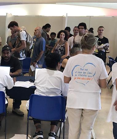 Malgré l'affluence au vaccinodrome de Nouméa le 17 juillet, le parcours est resté fluide.