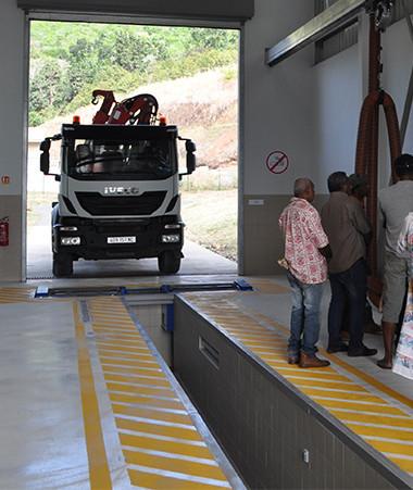 Une démonstration du centre de contrôle technique des véhicules, ouvert depuis le 30 juin, a été faite aux autorités coutumières et aux représentants de la mairie de Canala.