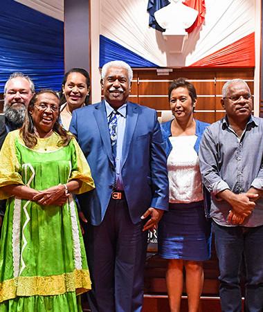 Roch Wamytan, réélu à la présidence, entouré des membres du bureau du Congrès de la Nouvelle-Calédonie (Photos Jacquotte Photographe-CNC).