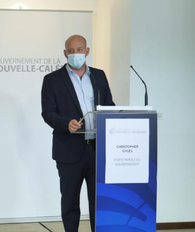 Christopher Gygès a présenté les mesures d'urgence pour soutenir l'économie calédonienne, aux côtés notamment de Rémi Bastille, secrétaire général du haut-commissariat.