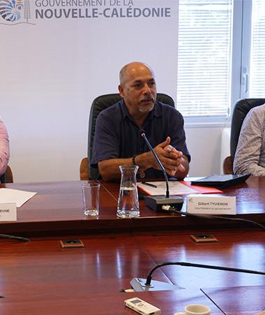 Gilbert Tyuienon était entouré de Didier Tappero, directeur général d'Aircalin, de Samuel Hnepeune, pdg d'Air Calédonie, et de Christophe Vergès, directeur adjoint de l'aviation civile en Nouvelle-Calédonie.