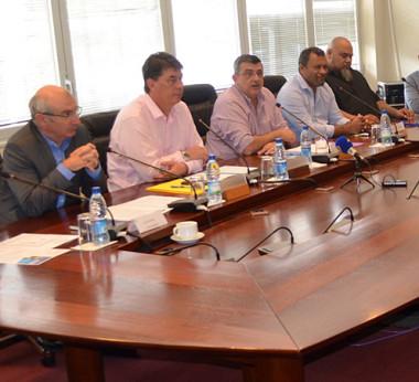 Gouvernement et porteurs de projets étaient réunis pour annoncer l'heureuse nouvelle.