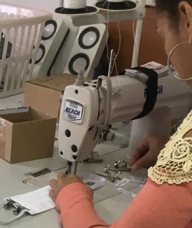 Plus de trente couturières ont participé à la fabrication des masques aux côtés des industriels.