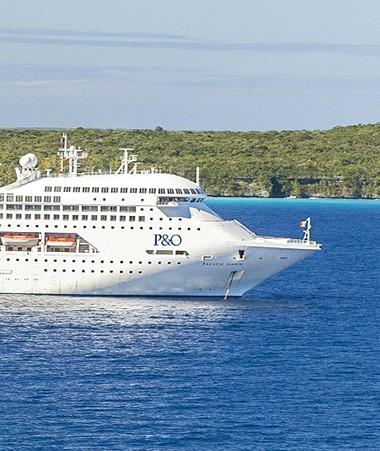 La stratégie de développement touristique des services et des loisirs vise l'accueil, en 2025, de plus de 200 000 touristes de séjour et 1 200 000 croisiéristes par an (© DIL).