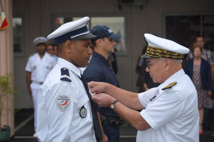 La cérémonie a également été l'occasion de décorer des policiers calédoniens, auteurs d'actes de bravoure.