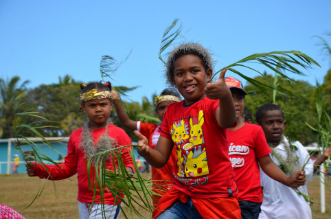 Traditionnellement, la foire s'est ouverte avec le défilé multicolore des enfants des écoles.