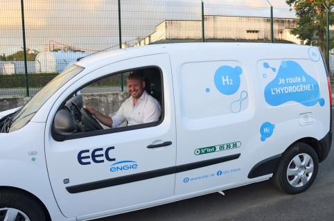 Christopher Gygès, en charge de l'énergie, a pu tester l'un des deux véhicules à hydrogène inaugurés.