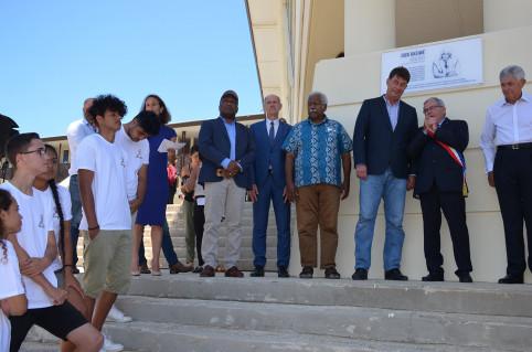Jules Hmaloko, Érick Roser, Roch Wamytan, Thierry Santa et Georges Naturel ont dévoilé la plaque.