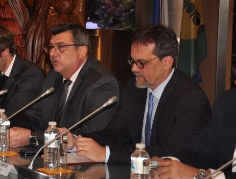 La Nouvelle-Calédonie était représentée par le président du gouvernement Philippe Germain et le député de la première circonscription, Philippe Dunoyer.