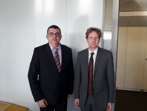 En compagnie d'Igor Driemans, conseiller Asie-Pacifique de Federica Mogherini, haute représentante de l'UE pour les affaires étrangères.