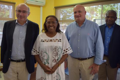 De g. à d. : Laurent Prévost, Frédérique Machoro (membre du conseil d'administration du GIP Formation-cadres avenir), Yoann Lecourieux et Jules Hmaloko (secrétaire général adjoint du haut-commissariat).