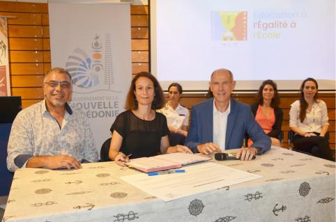 Isabelle Champmoreau et Érick Roser qui coprésident le comité 3E, ont signé une convention de partenariat avec Philippe Darrasson, président du CMNC.