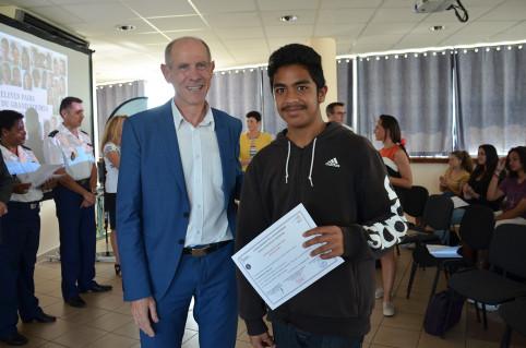 Érick Roser a remis des attestations aux élèves pairs.