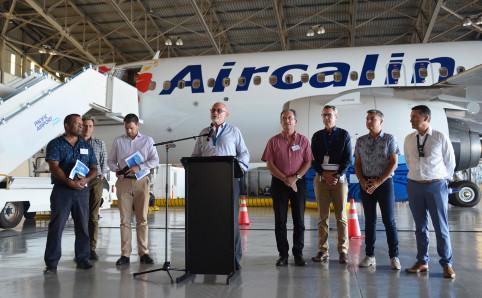 Didier Tappero, entouré notamment de Didier Poidyaliwane (à g.) et Bernard Deladrière (à sa d.), ancien président du CA d'Aircalin.
