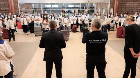 Les renforts de la réserve nationale sont arrivés le 25 à l'aéroport de la Tontouta (photo HCR).