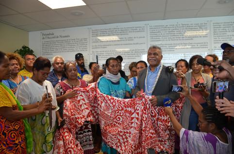 Après son élection, Louis Mapou a été félicité par ses proches.