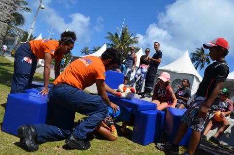 Les auxiliaires de sécurité civile sensibilisent notamment les jeunes aux tsunamis, séismes et cyclones.