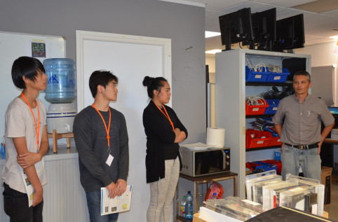 Les étudiants sont allés dans chaque service, ici, celui des clients et des moyens.