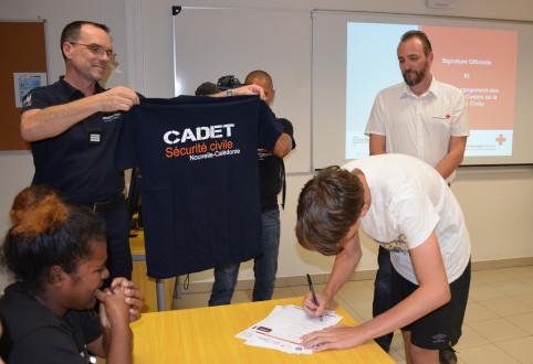 Chaque cadet a reçu un tee-shirt remis par la DSCGR.