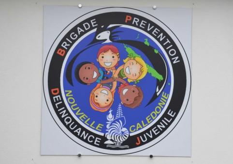 La brigade arbore son propre logo représentant la diversité calédonienne.
