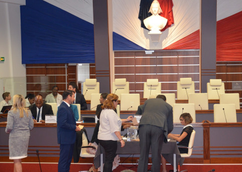 Les 54 conseillers ont voté pour élire leur président.