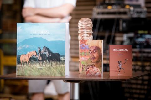 Les ouvrages lauréats des catégories documentaire, littérature et jeunesse (photo Delphine Mayeur).