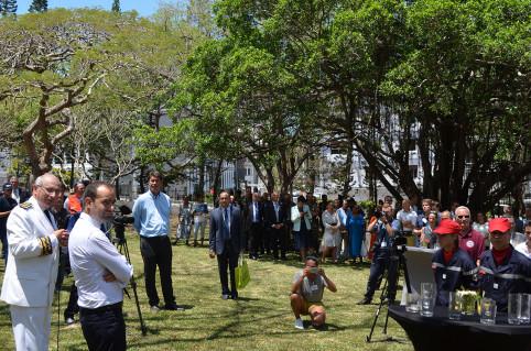 Le ministre a salué l'engagement citoyen des jeunes calédoniens.