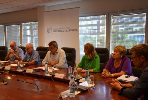 Les autres signataires : Alexis Bouroz, Nicole Robineau, Jacqueline Bernut, présidente du conseil d'administration du CHT Gaston-Bourret et Dominique Cheveau, le directeur du CHT.