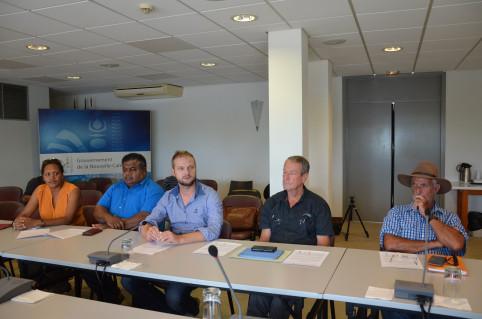 Nicolas Metzdorf, entouré d'autres membres du CA de l'Agence rurale : Isabelle Kaloi-Bearune, Pierre-Chanel Tutugoro (Congrès), Jean-Baptiste Marchand et Guy Monvoisin.