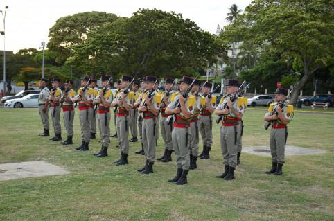 Honneurs militaires.