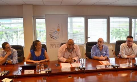 Vamiu'a Muliava était entouré de partenaires de l'open data – province Sud, GIE Serail, OPT-NC et Ville de Nouméa – et de Houy-Sy Thao, chargée de produits numériques au gouvernement.