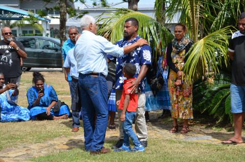 Clément Grochain a transmis la présidence à Hippolyte Sinewami-Htamumu, entouré de sa famille.