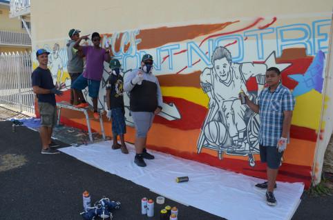 Les élèves de la classe Relais – qui accueille des jeunes en risque de déscolarisation – ont réalisé un graff sur le thème du handicap, avec l'aide de l'artiste Yann Skyronka.